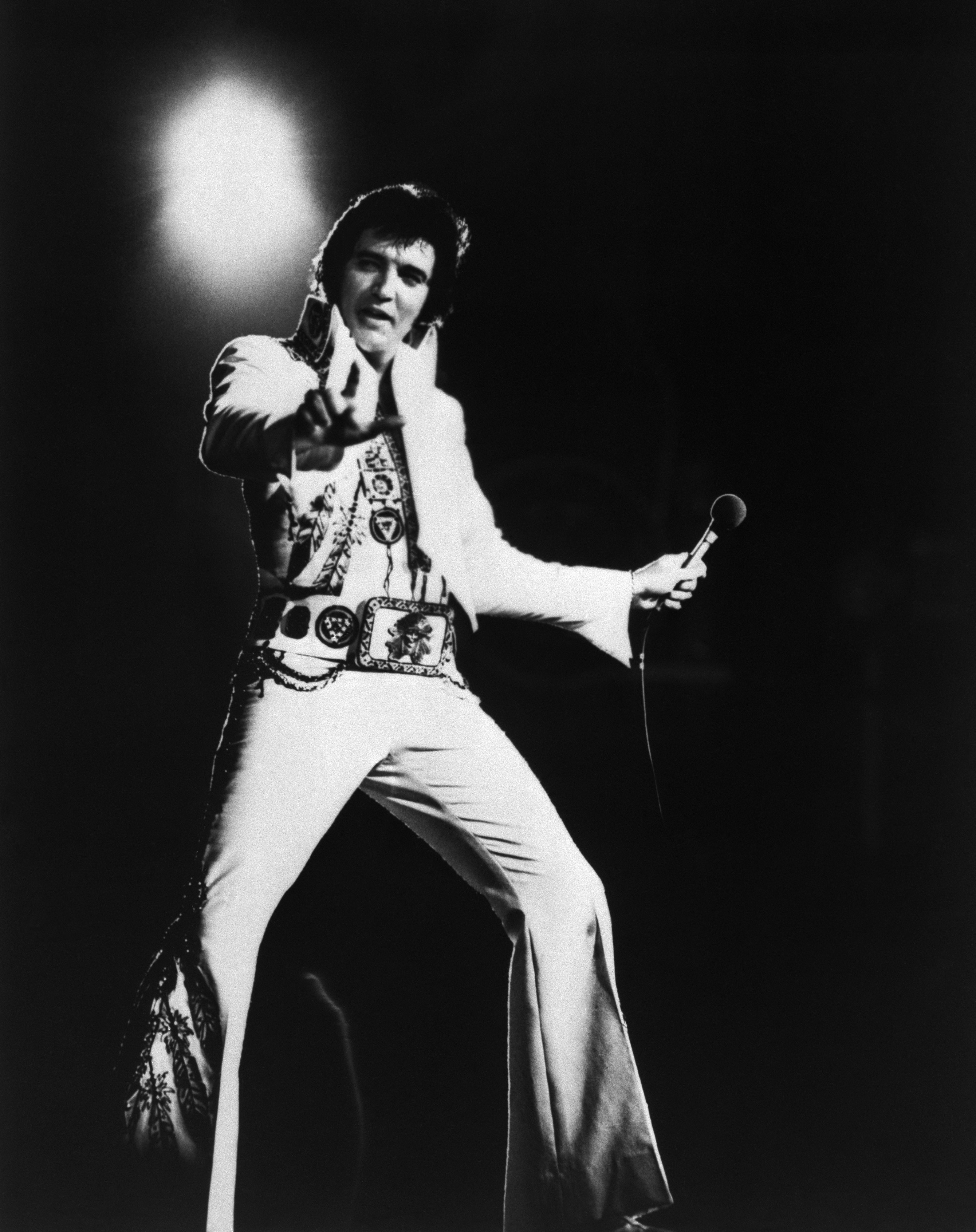 an analysis of the influences of elvis presley in american rock and roll music 2001-7-25 give examples of how the birth of rock and roll influenced and was influenced by  elvis presley hound dog 1956  american popular music: the rock.